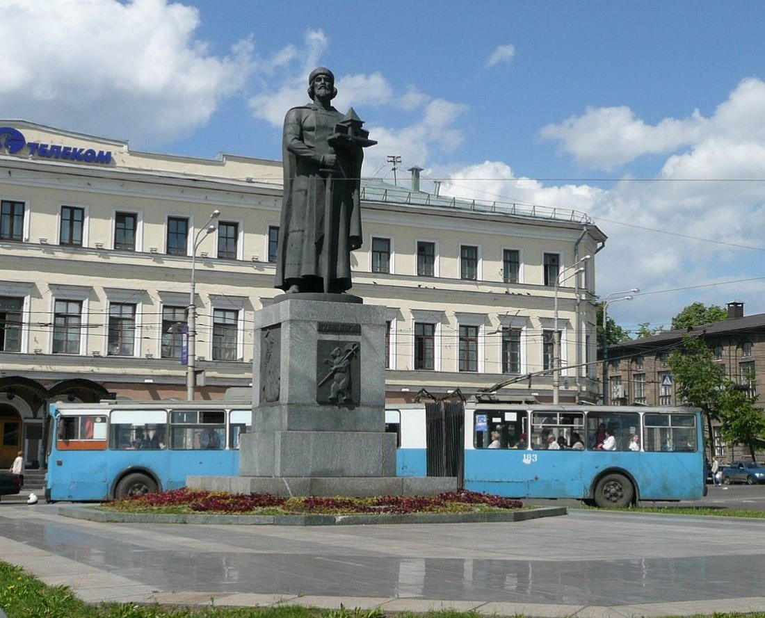 Monument to Yaroslav the Wise